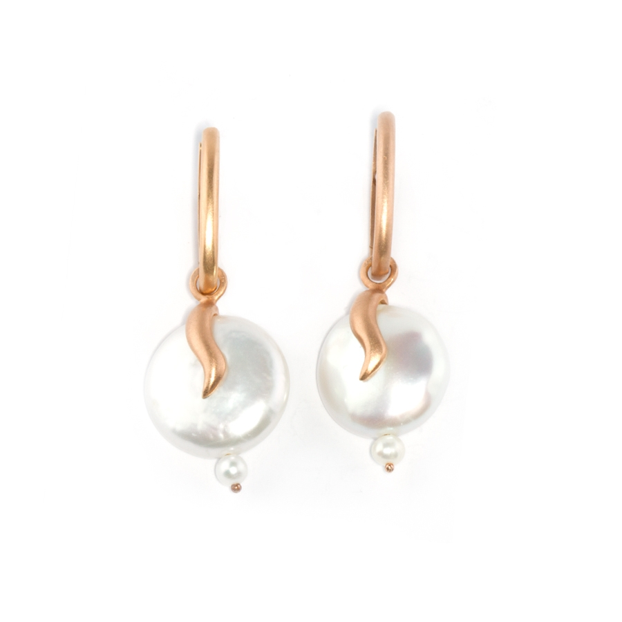 Coin Pearl Earrings with Comma Motif